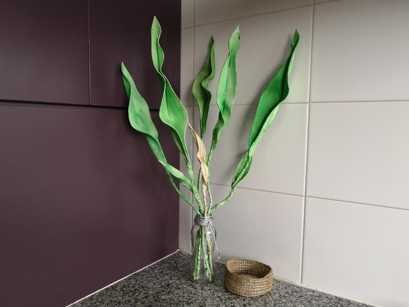 Crea tus propias flores y hojas con foami, para decorar el hogar con creatividad. En el canal de creativesalo podrás ver diferentes manualidades, entre ellas manualidades fáciles con goma eva.