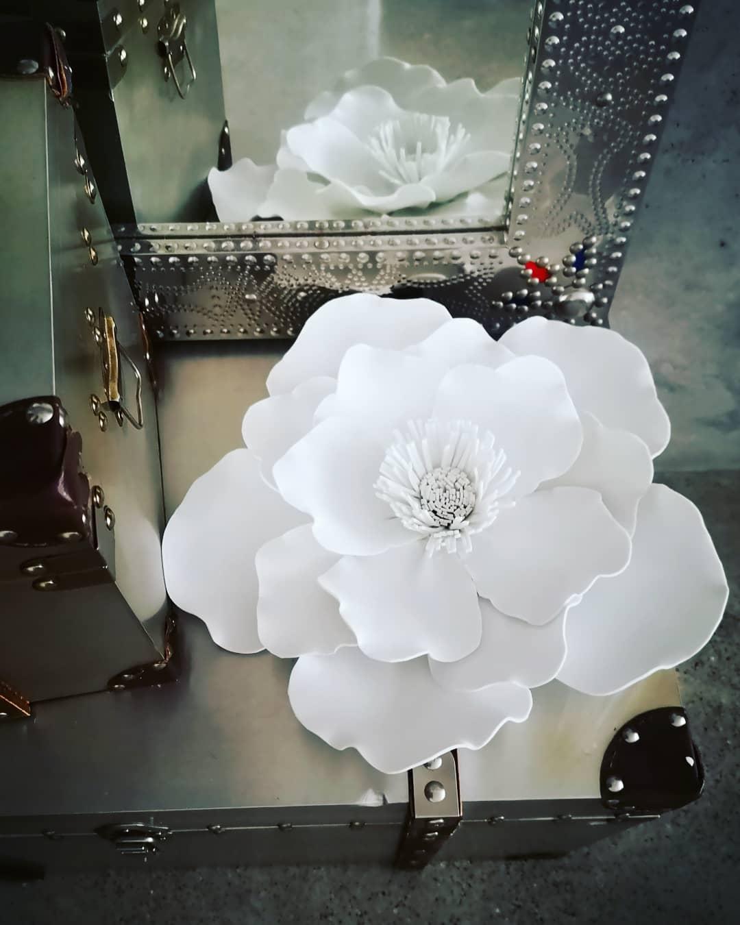 Parte de la colección de flores de foami de CreativeSalo.