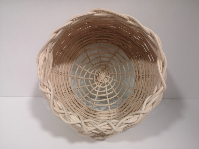 Cesta artesana, hecha a mano con Rattan natural, parte de la colección de productos handmade de CreativeSalo