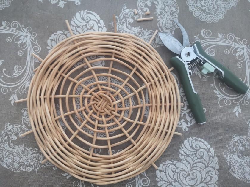 Original diseño del fondo de una de las cestas artesanales, parte de la colección de productos artesanos de CreativeSalo